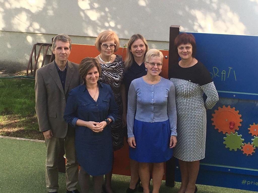Skolas administrācija: no kreisās- Uģis Krūkliņš, Airita Buša, Laimdota Žirba, Ieva Klīve, Ligita Ģeida, Sarmīte Rozīte