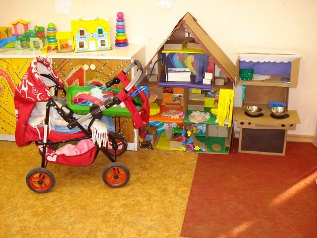Uzdāvinātie rotaļu rati, māja un citas labas lietas.