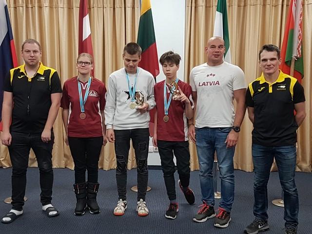 Artūrs B., Diāna D., Deniss O., Artūrs K., Kaspars B., Vladimirs P.