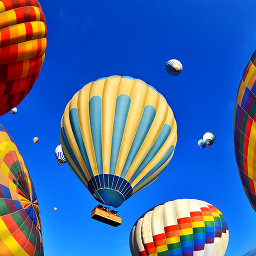Gaisa baloni debesīs.