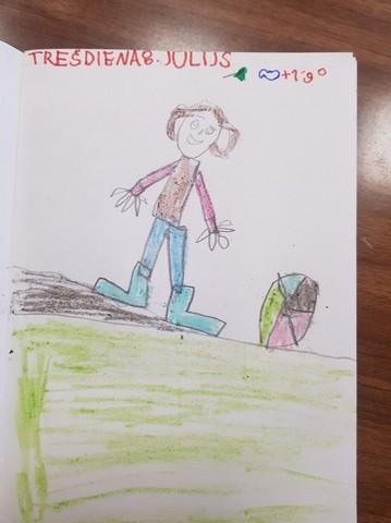 Vladislava zīmējums - zēns ar bumbu